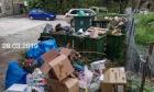 Σκουπίδια και βρωμιά  πνίγουν την πλατεία Σοφοκλέους