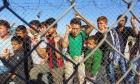 Αναζητούν τέσσερα στρατόπεδα στην Αττική για τους μετανάστες από τα νησιά