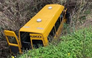 Σχολικό λεωφορείο έπεσε σε χαράδρα στην Παστίδα και αναστάτωσε τη Ρόδο